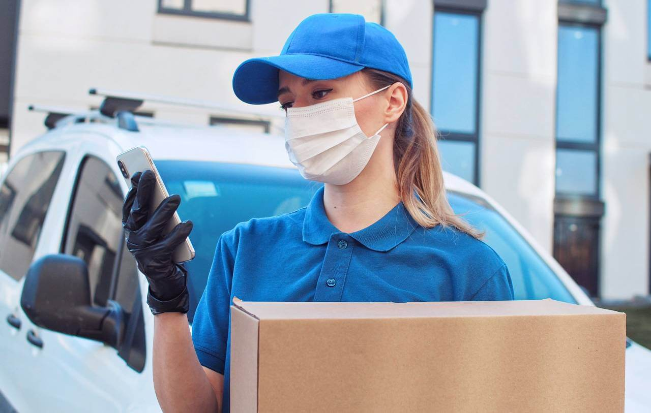 What should consumers pay attention to in product delivery by cargo?